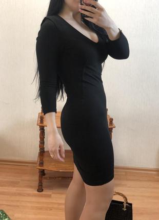 Чёрное утягивающее платье