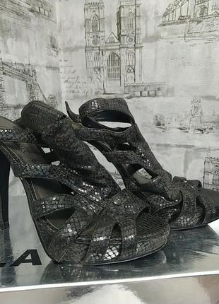 Черные босоножки на шпильке и платформе каблук 13 см