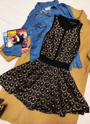 Платье чёрное золотое короткое french connection