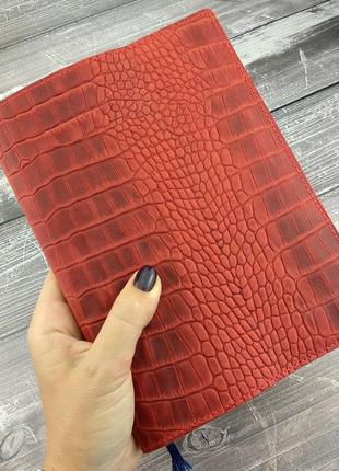 Кожаная обложка для ежедневника / блокнота ф. а5 lika (красный крокодил)