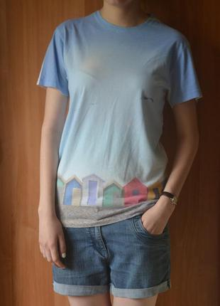 Стильная минималистичная футболка пастельных оттенков