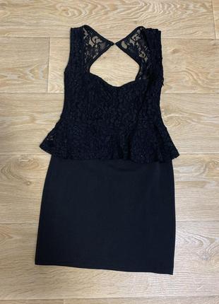 Шикарное чёрное платье с кружевом