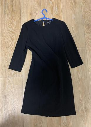 Шикарное чёрное платье сзади с разрезом