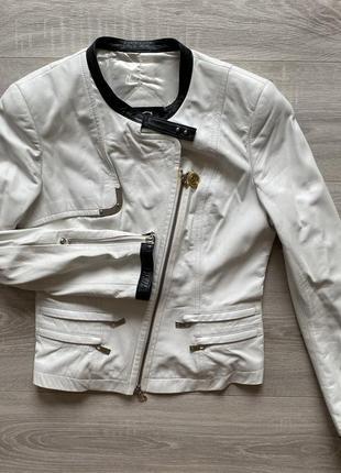 Кожаная куртка косуха белая с черным gizia натуральная кожа
