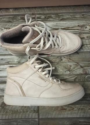 Бежевые фирменные кроссовки 37 размер