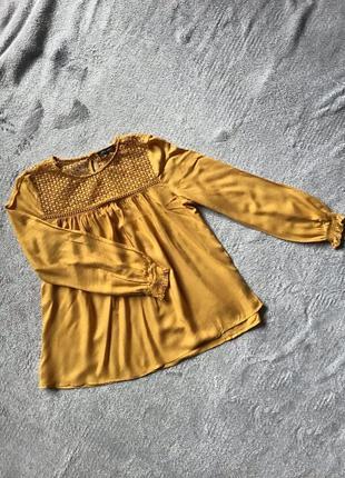 Интересная горчичная блуза с кружевом в бохо стиле new look