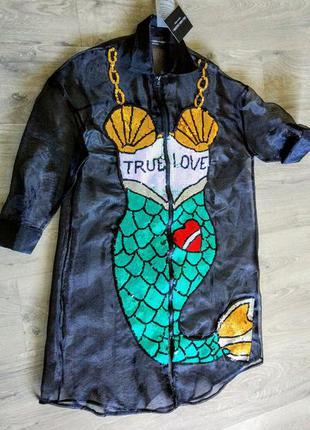Шикарная  моднейшая рубашка из органзы с вышитой паетками русалкой