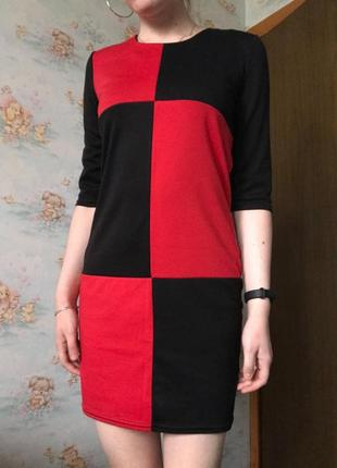 Интересное красное чёрное платье