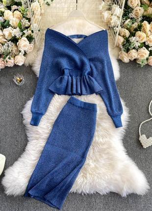 Вязаный костюм с люрексом, синий комплект в рубчик джемпер на плечи и юбкой миди