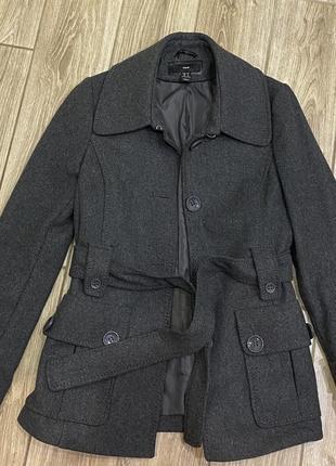 Шерстяное пальто 60% шерсти с поясом