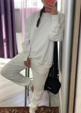 Белый костюм спортшик