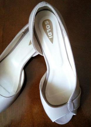 Туфельки с открытым носиком