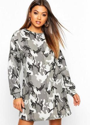 Boohoo. товар из англии. платье в популярном принте камо.