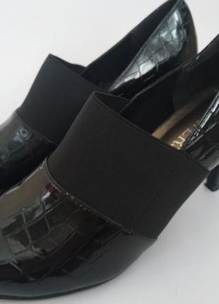 Черные лакированные туфли pavers 38 р
