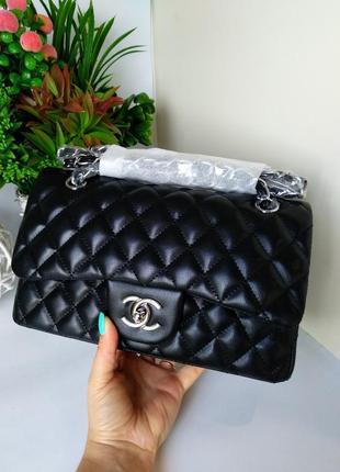 Женская сумочка на цепочке