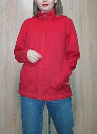 Ярко красная туристическая спортивная ветровка дождевик виндстопер куртка rohan