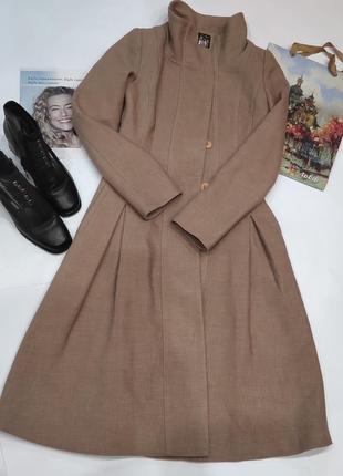 Шыкарное бежевое длинное пальто с воротником стойка