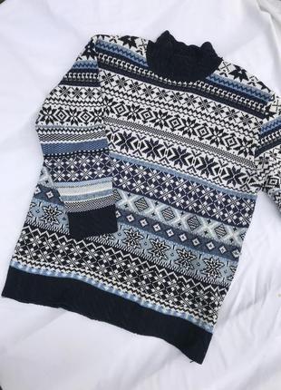 Стильний светр з візерунком