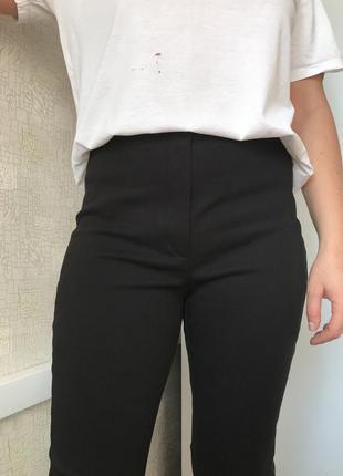 Чёрные джинсы/скинни/джеггинсы с кожаными лампасами