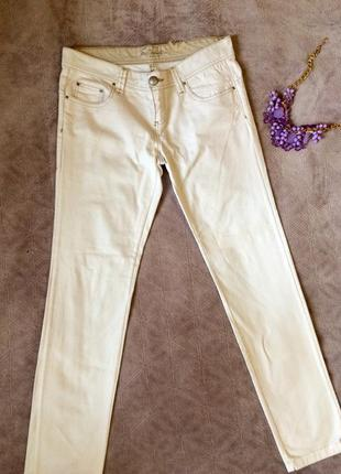 Белые джины stradivarius