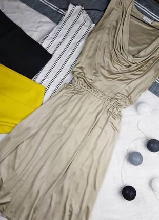 Струящееся платье с драпировкой