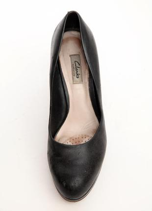 Туфли черные из натуральной кожи на каблуке clarks