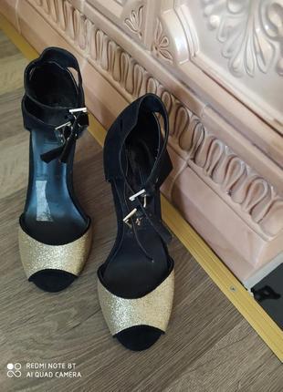 Босоножки  stradivarius туфли черние с золотим размер 36