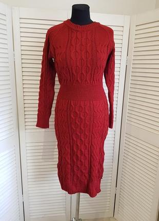 Вязаное бордовое платье миди