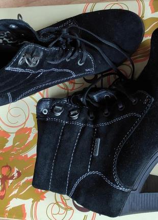 Замшевые ботинки 38р