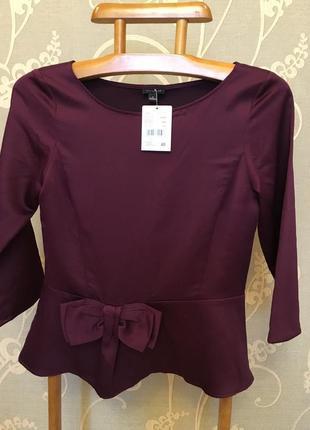 Очень красивая и стильная брендовая блузка бордового цвета.