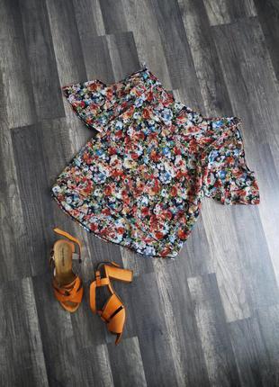 Блуза с вырезами на рукавах р.xs-s