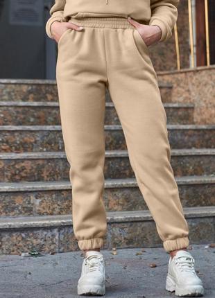 Женские зимние бежевые спортивные брюки на флисе из трехнитки с манжетами (1640 svtt)