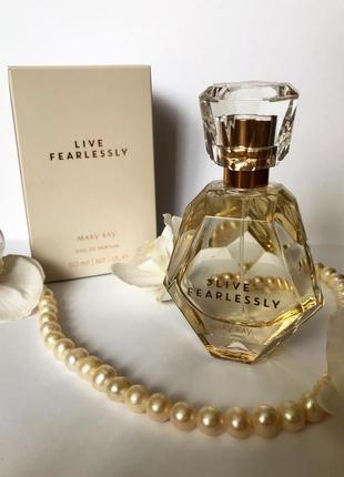 Парфюмерная вода live fearlessly женственный цветочно-древесный аромат мери кей mary kay