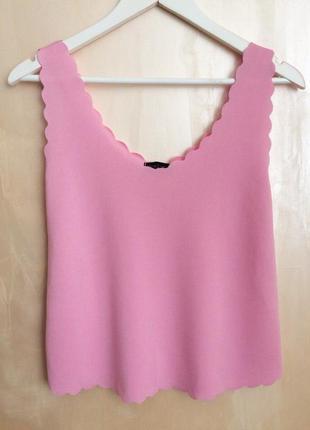 Розовый топ с вырезанной окантовкой