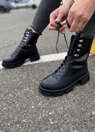 Трендовые грубые ботинки из натуральной кожи
