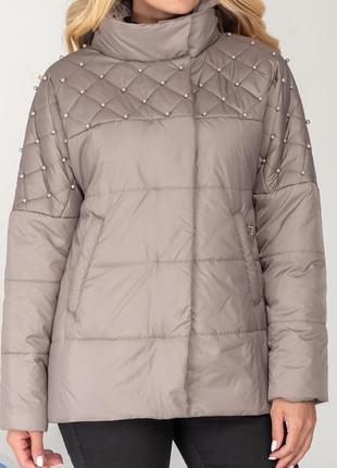 Красивая осенняя куртка с бусинами