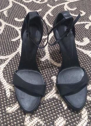 150 гривен любая первая пара обуви, любые следующие пары по 100 гривен
