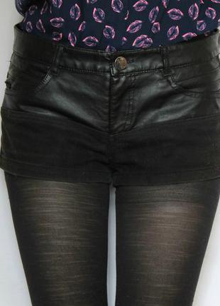 Короткие шорты с кожаными вставками