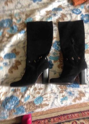 Чёрные замшевые кожаные сапоги на каблуке высокие