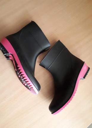 Резиновые ботинки, сапоги