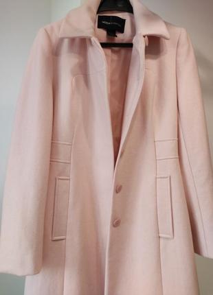 Пальто нежно нежно-розового цвета
