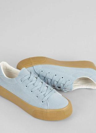 Классные кроссовки голубого цвета