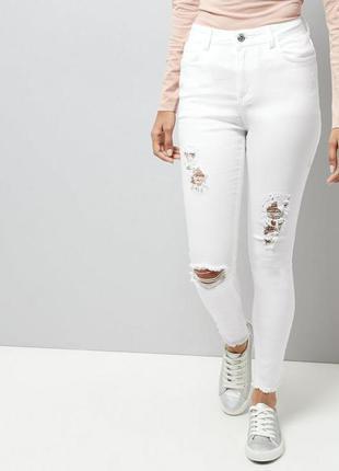 Крутые рваные джинсы skinny белого цвета + бесплатная доставка до конца мая!!