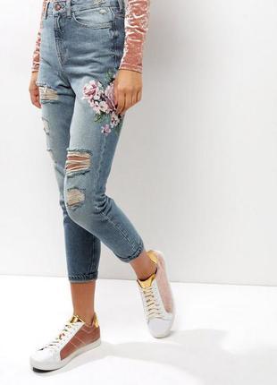 Крутые  mom джинсы с принтом