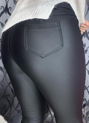 Новая модель😍 кожаные штаны с напылением эко кожи с высокой посадкой на тонком флисе3 фото
