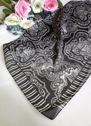Парео пляжный платок к черно-белому купальнику