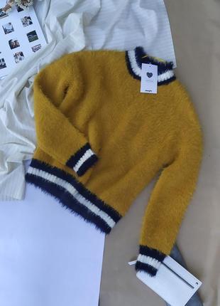 Мохнатый теплый горчичный свитерок
