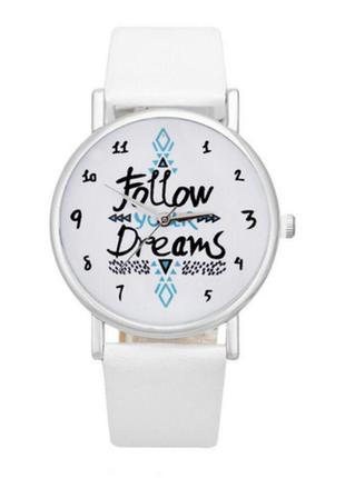 Красивий стильний оригінальний жіночий годинник