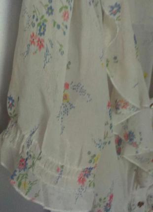 Легкая летняя блуза в цветочный принт с воланом-оборкой