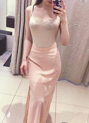Нежно-розовая юбка макси